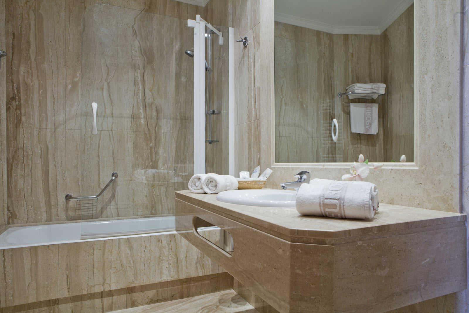 Photos h tel europa puerta del sol madrid for Hoteles con habitaciones comunicadas en madrid